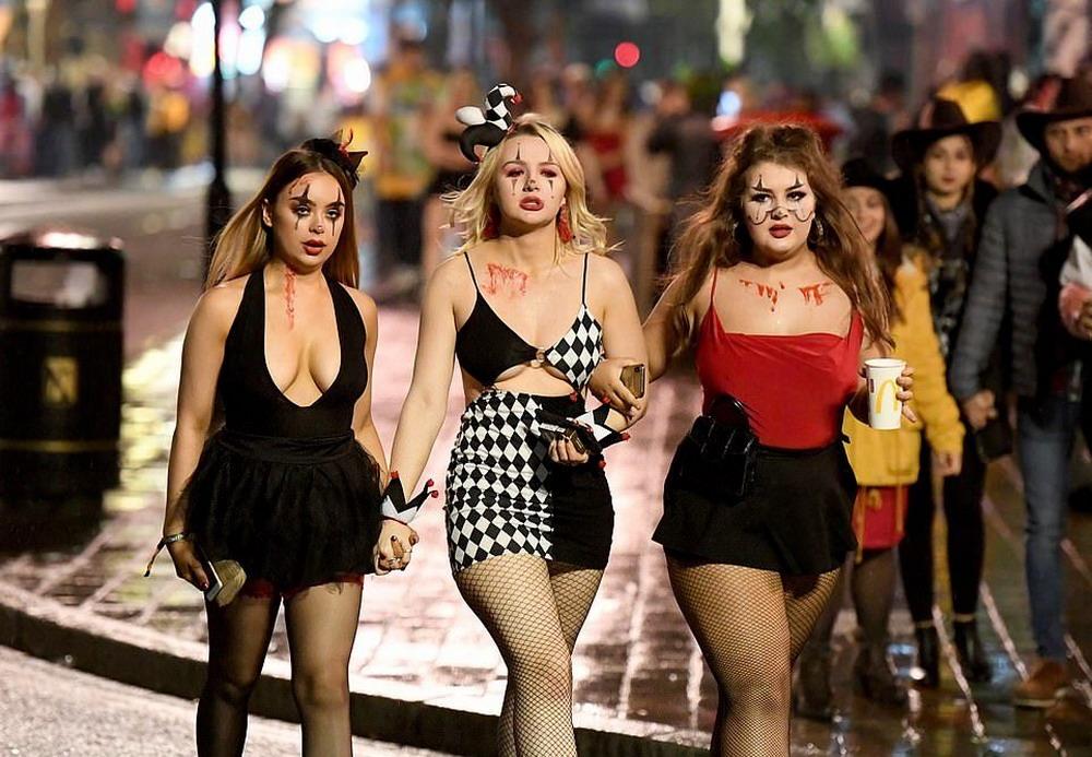 Британская молодежь весело отпраздновала Хэллоуин (25 фото)