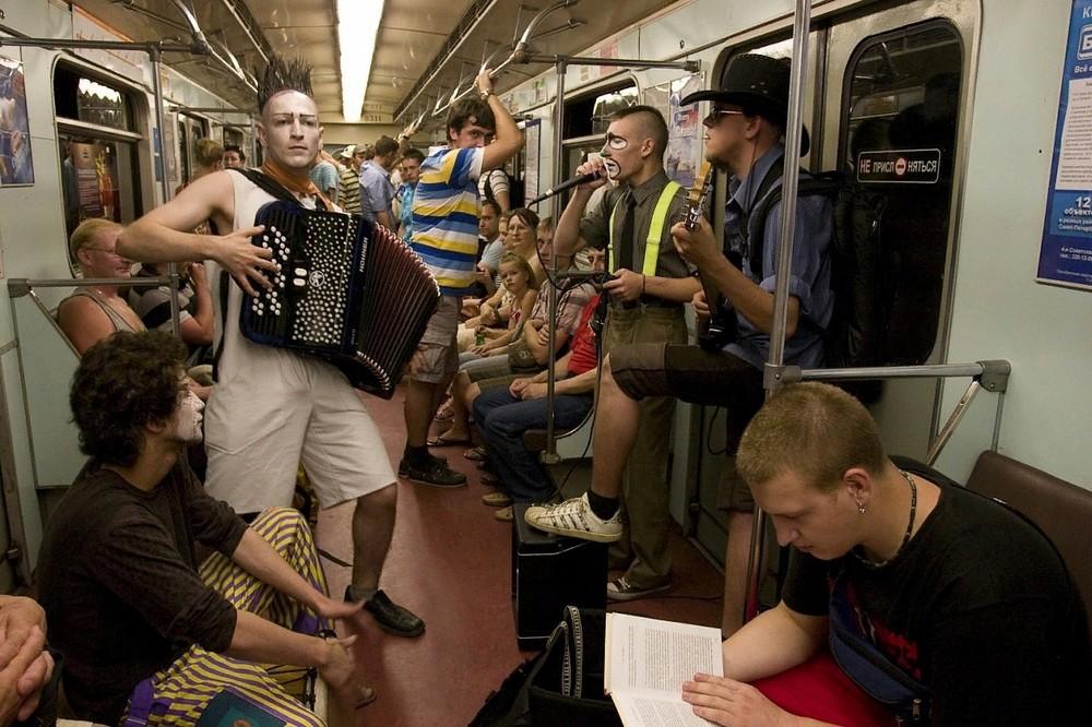Модники и чудики из российского метрополитена - 115 (45 фото)