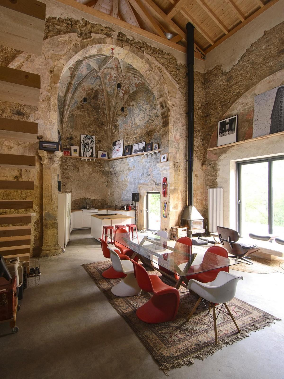 Жильё в здании заброшенной церкви эпохи Возрождения в Испании