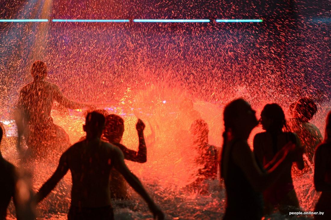 «Зима в бикини»: вечеринка в аквапарке «Лебяжий» (30 фото)