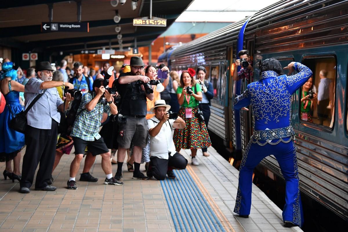 Десятки Элвисов на вокзале в Сиднее (35 фото)