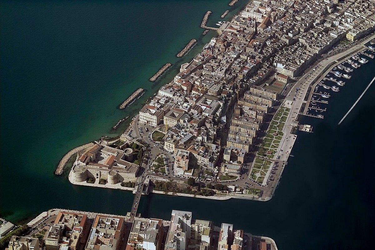 Потрясающий итальянский город на берегу моря продает жилье по 1€