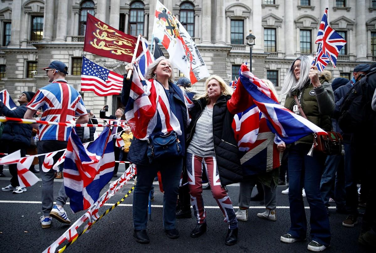Британцы с размахом отметили выход из Евросоюза (30 фото)