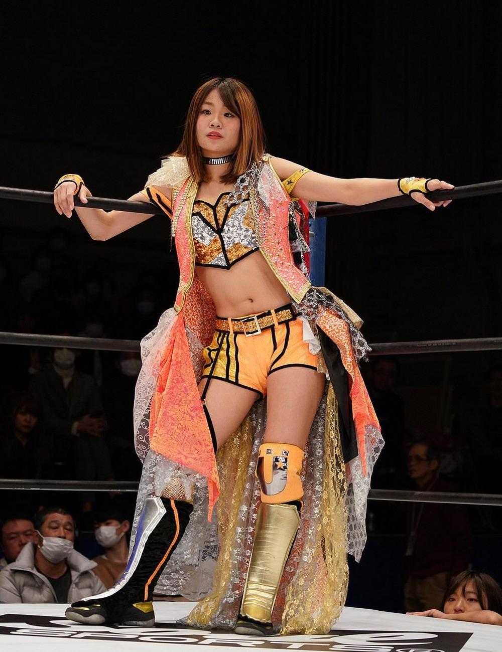 Зрелищный женский реслинг в Японии (30 фото)