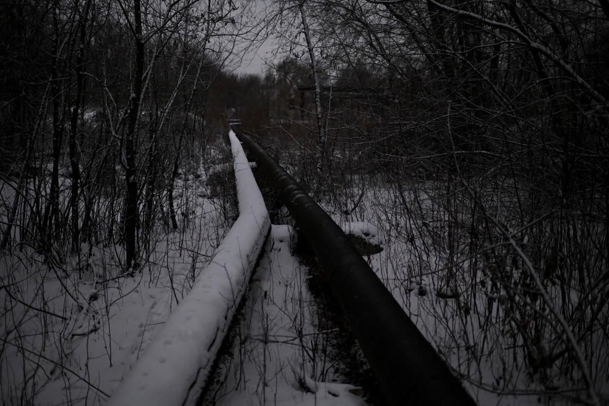 Как бездомные выживают зимой в Сибири (30 фото)