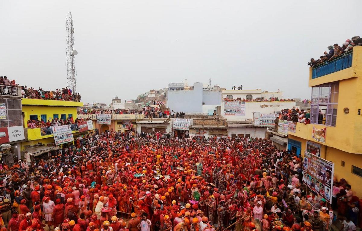 Ежегодный индуистский фестиваль весны Холи (45 фото)