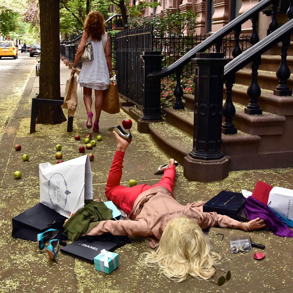 Забавные снимки с упавшими людьми Сандро Джиордано (25 фото)