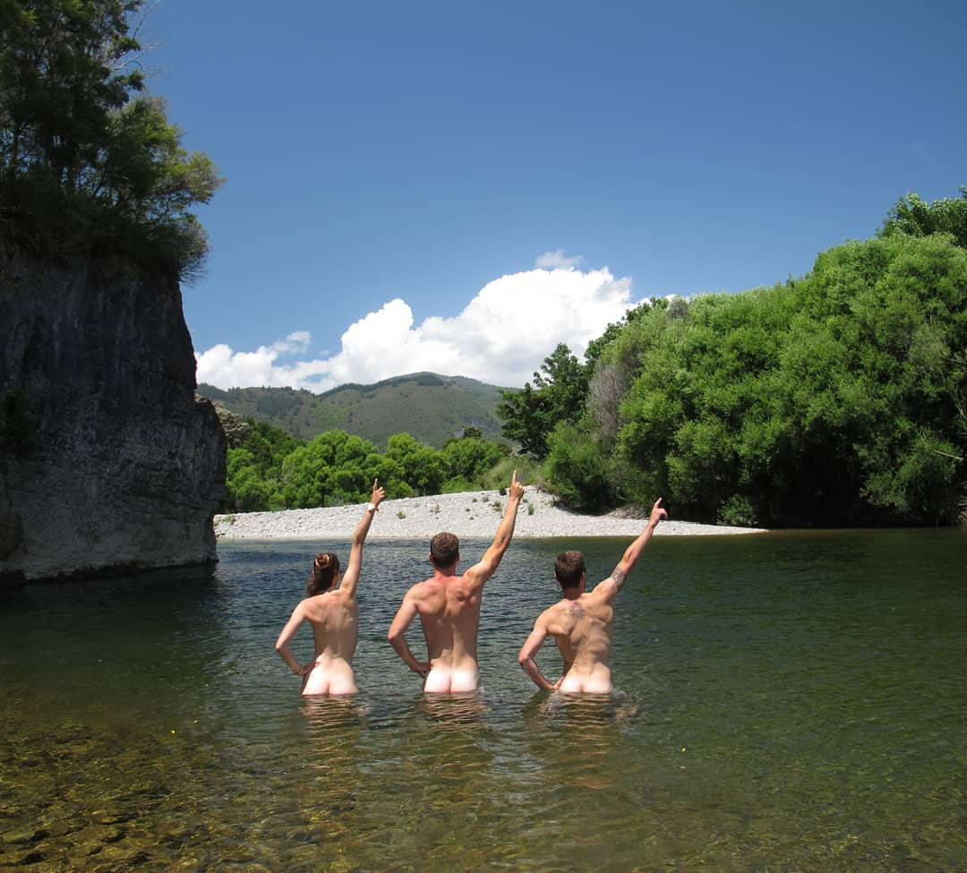 Любители купаться голышом из tumblr (60 фото)