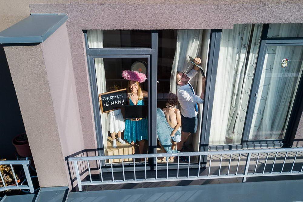 Литовский фотограф с помощью дрона подсмотрел, чем занимаются люди в его стране на карантине