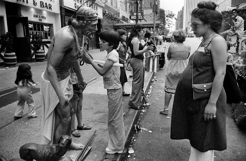 Беспечные 60-е и бурные 70-е на снимках Пола Макдонаха (35 фото)