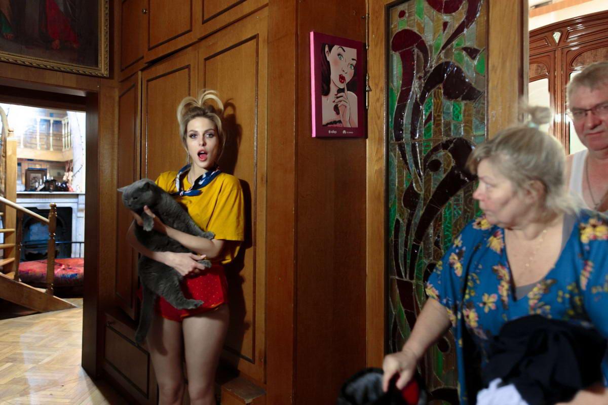 Девушки в коммуналках и общагах на снимках Ярослава Булавина  (40 фото)