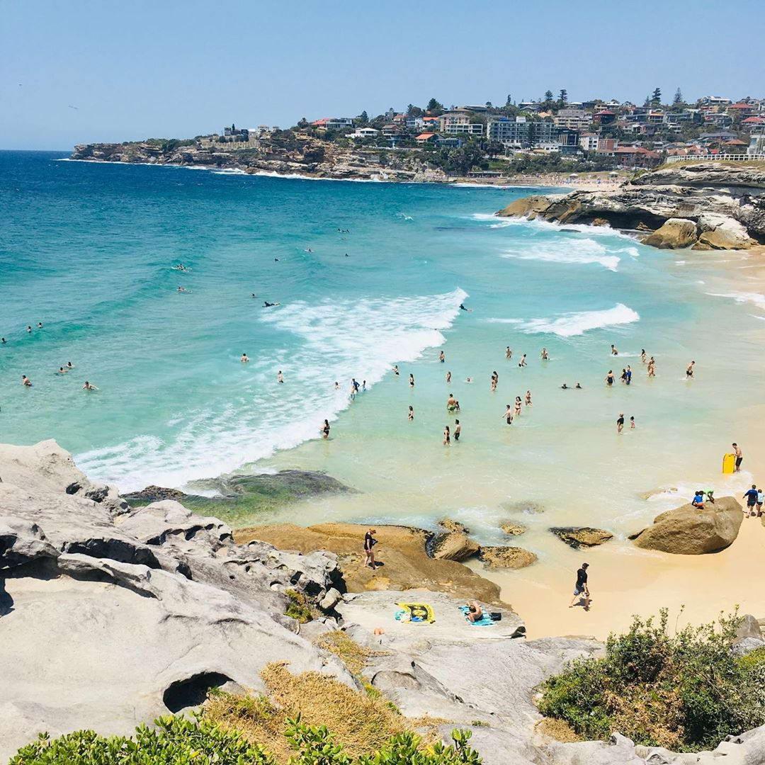 Постепенно начинают открывать пляжи в Австралии (25 фото)