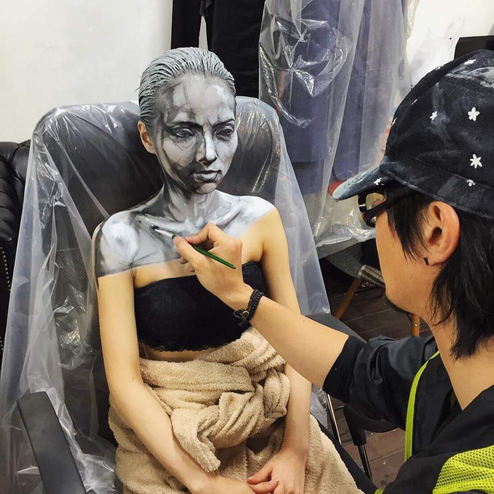 Жуткий макияж от японского художника (20 фото)