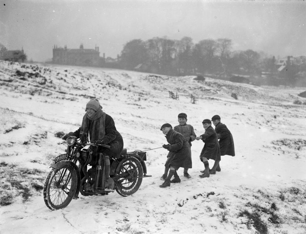 Мотоциклистки прошлого века (30 фото)