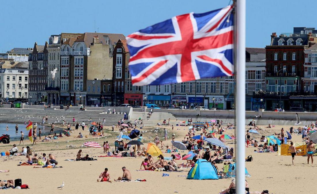 В Великобритании жарче, чем на Ибице и Багамах (40 фото)