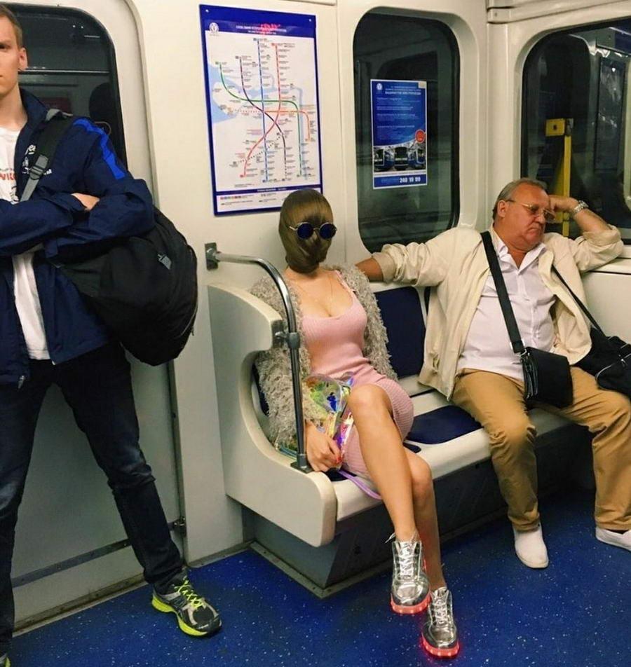 Странные персонажи из российского метрополитена - 147 (40 фото)