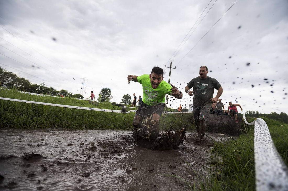Экстремальный забег \Brutal Run\ в Венгрии (25 фото)