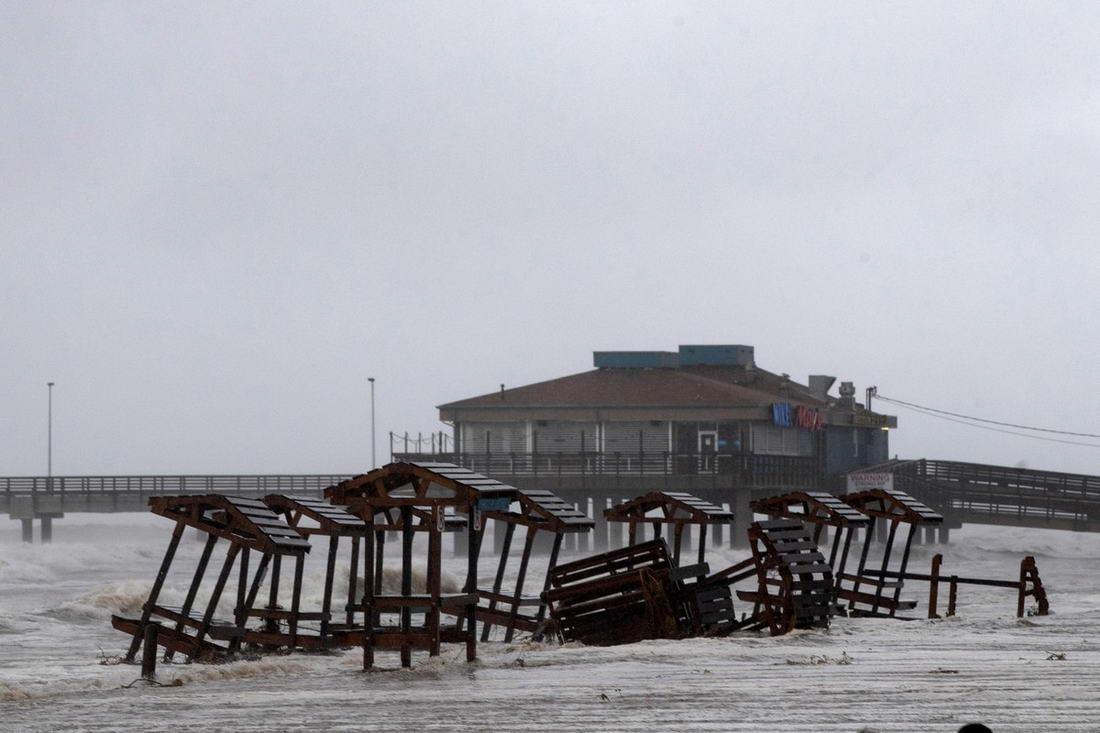 Последствия урагана «Ханна» в штате Техас (20 фото)