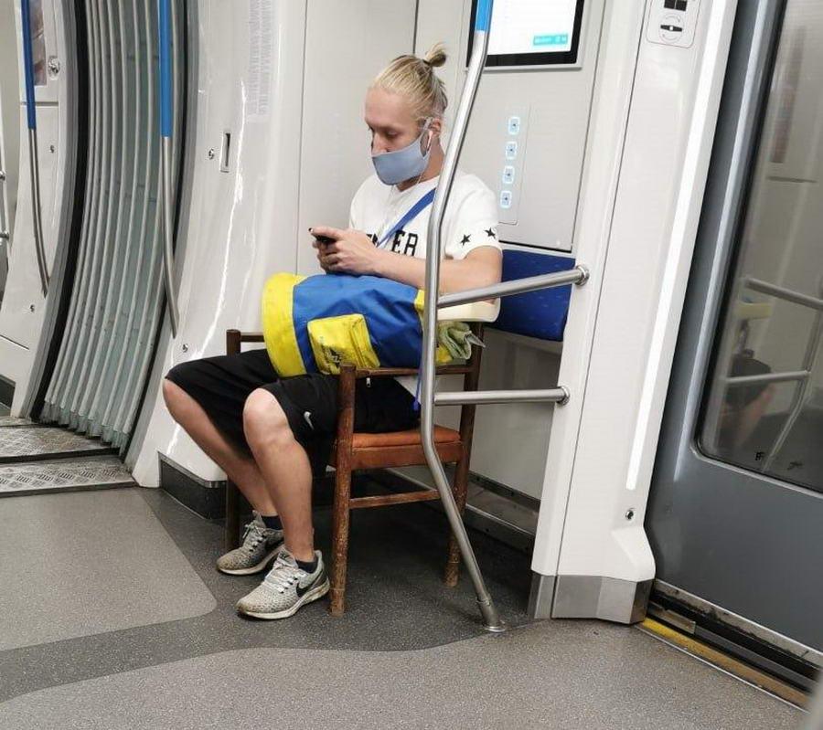 Странные персонажи из российского метрополитена - 156 (40 фото)