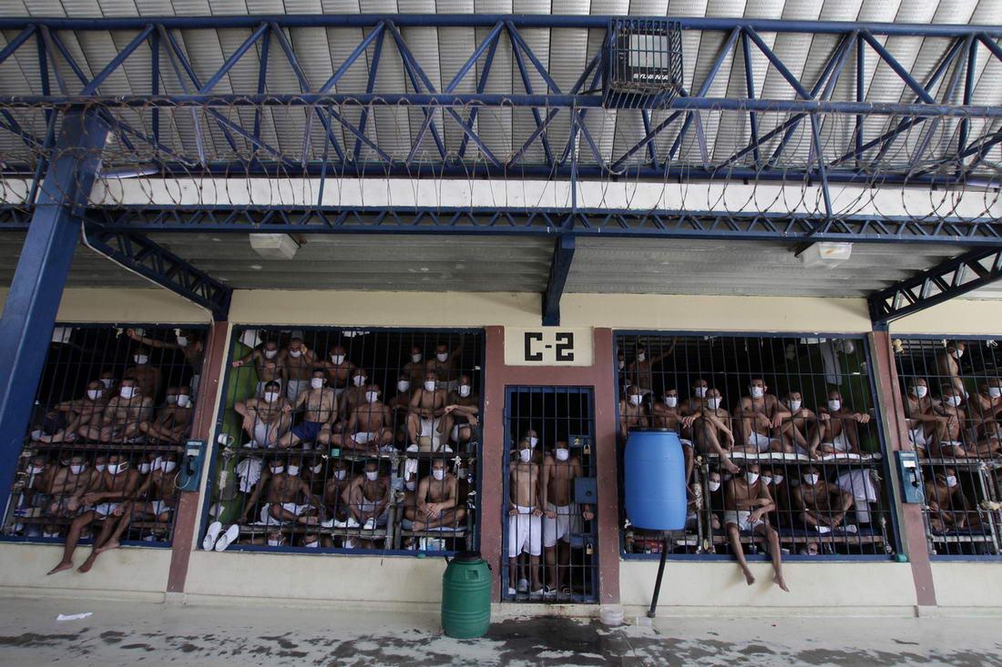 Кадры из переполненных тюрем Сальвадора (30 фото)
