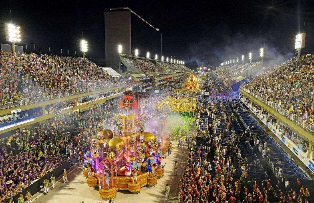 Впервые за 100 лет перенесли карнавал в Рио-де-Жанейро (25 фото)