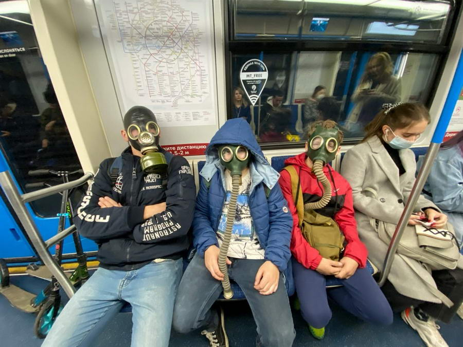Странные персонажи из российского метрополитена - 160 (40 фото)