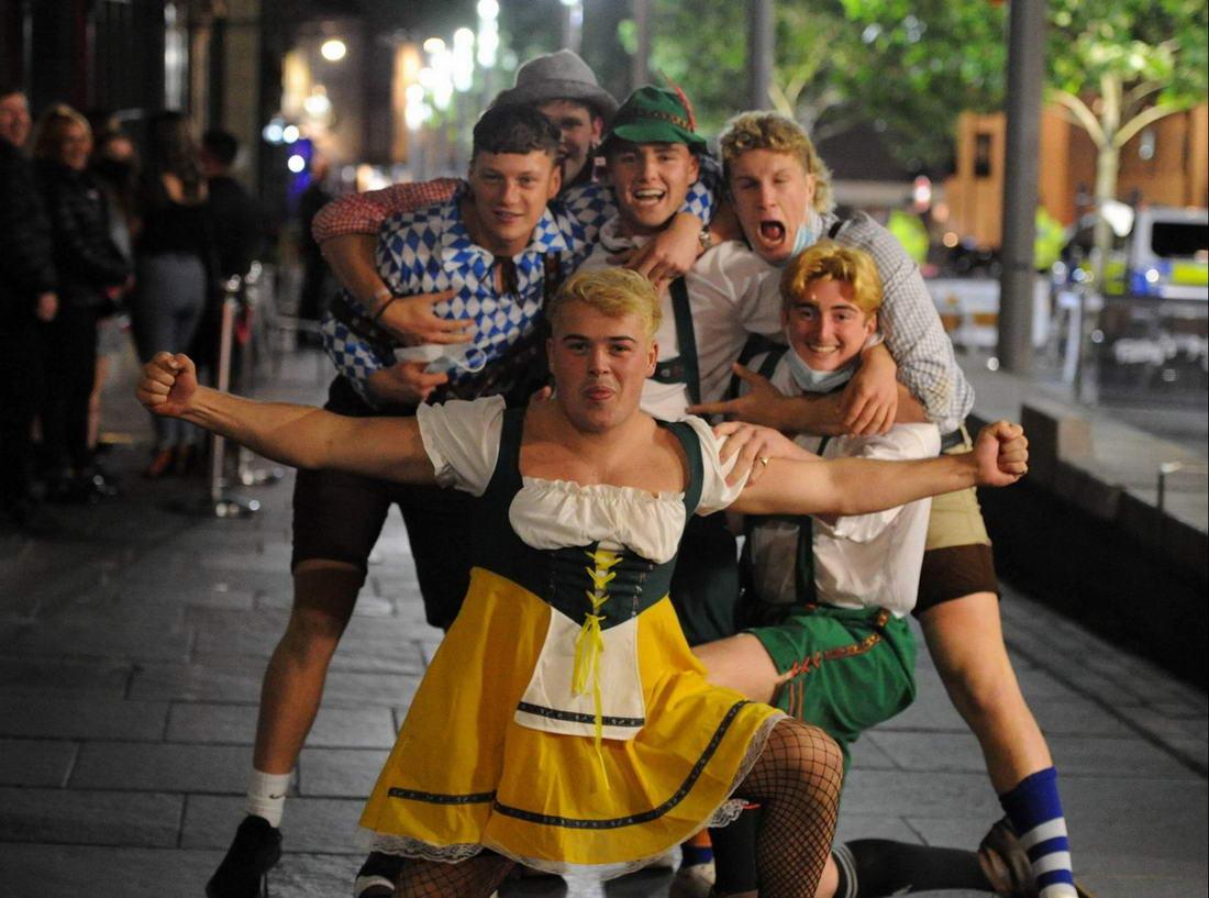 Никакие запреты не остановили британскую молодежь, решившую гульнуть в выходные