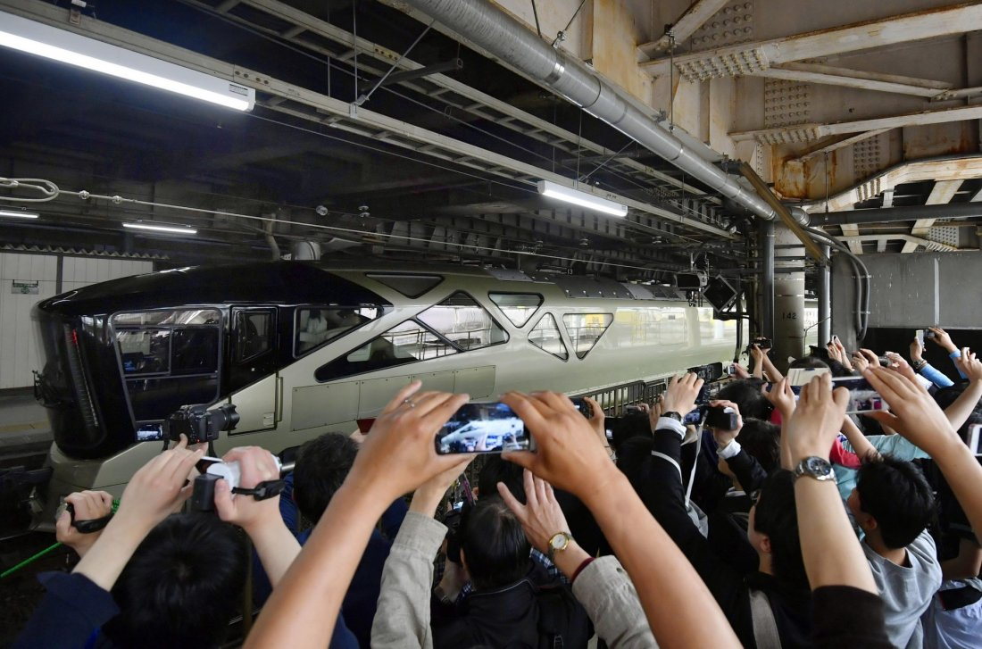 Роскошный японский поезд (15 фото)