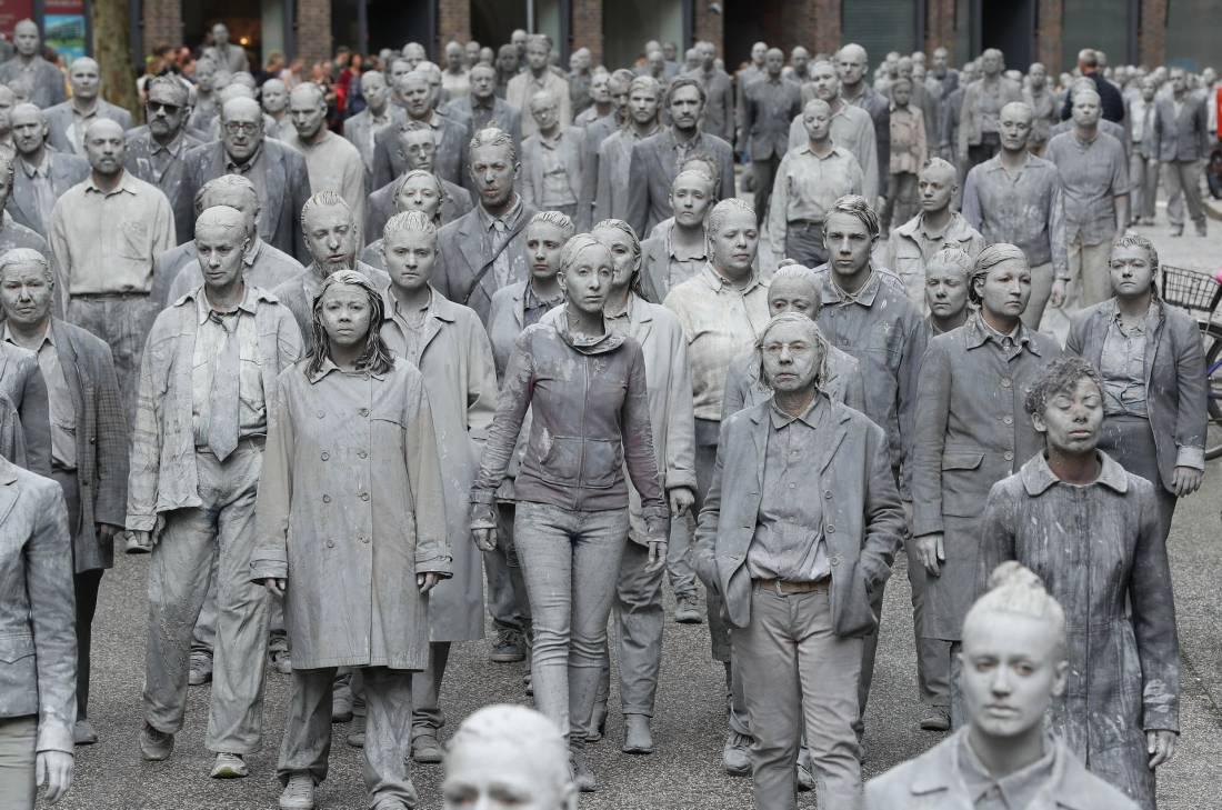«Зомби-апокалипсис» в Гамбурге (16 фото)