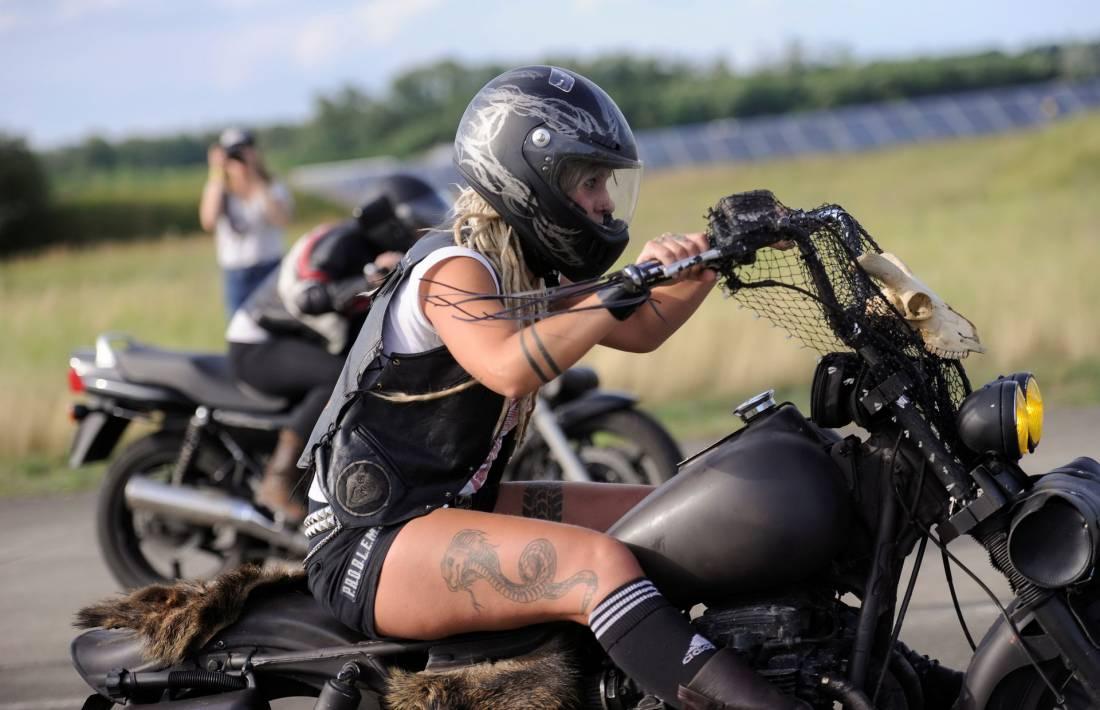 Женский фестиваль мотоциклов Petrolettes (12 фото)